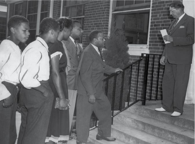 Black Students Try to Enroll at King George High School